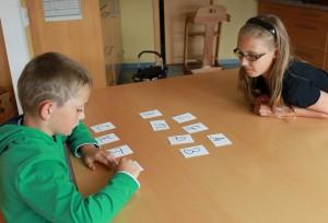 LRS-Buchstabenspiele mit Geschwistern